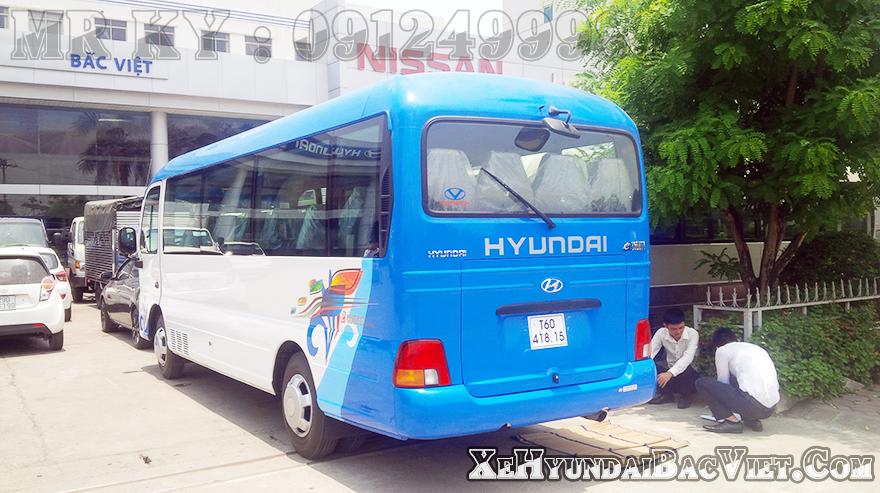 xe-khach-29-cho-hyundai-county-than-ngan-xehyundaibacviet-com3