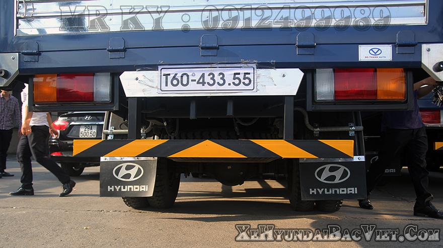 xe-tai-5-tan-hyundai-hd88-thung-mui-batxehyundaibacviet-com3